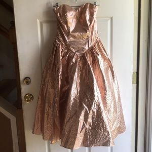 Dresses & Skirts - Vintage chintz rose gold dress